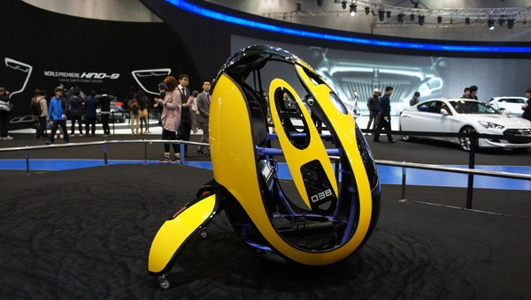 E4U – Hyundai's single seat egg-shaped, wheel-less car