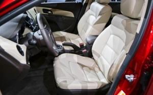 2014-Chevrolet-Cruze-Diesel-interior