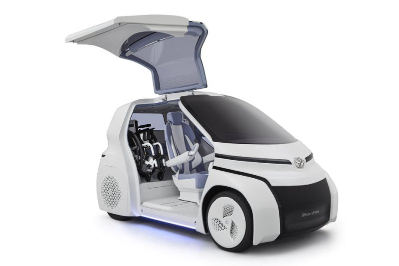 Toyotas-Concept-I-auto-accompanies-a-bike
