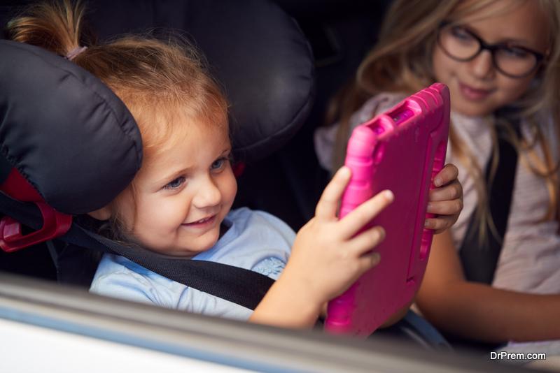 kids using tab in the car