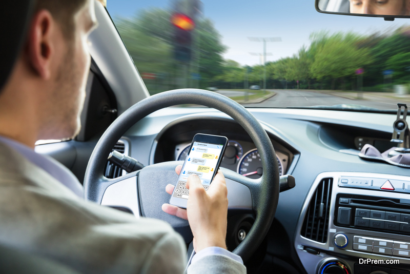 Know Laws of Mobile Phone Use When Driving